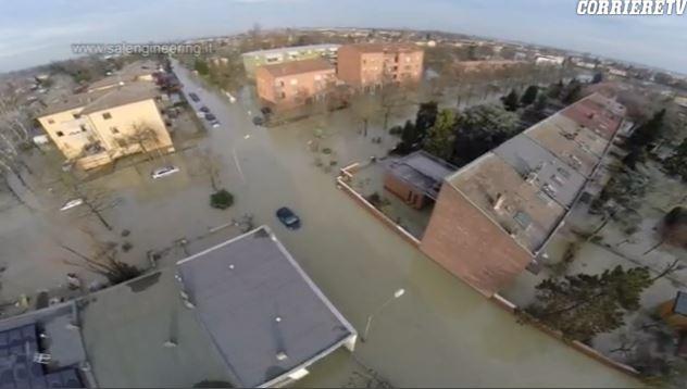 2014-01-24 09_32_10-Alluvione Modena_ dal drone le immagini aeree della devastazione - Video - Corri