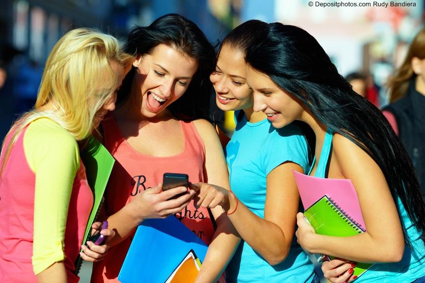 ragazze social allegre sorriso colore
