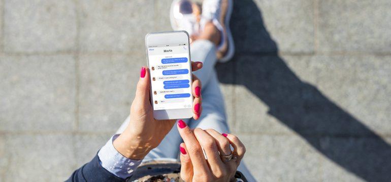 Calano i minuti passati sui social ma non il tempo connessi online