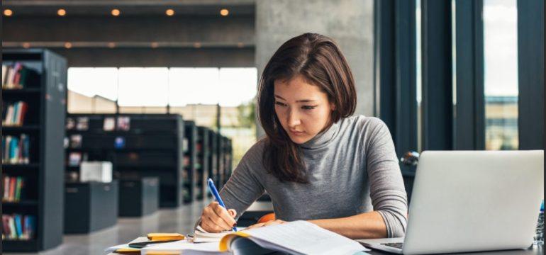 Studiare e specializzarsi va bene o no?